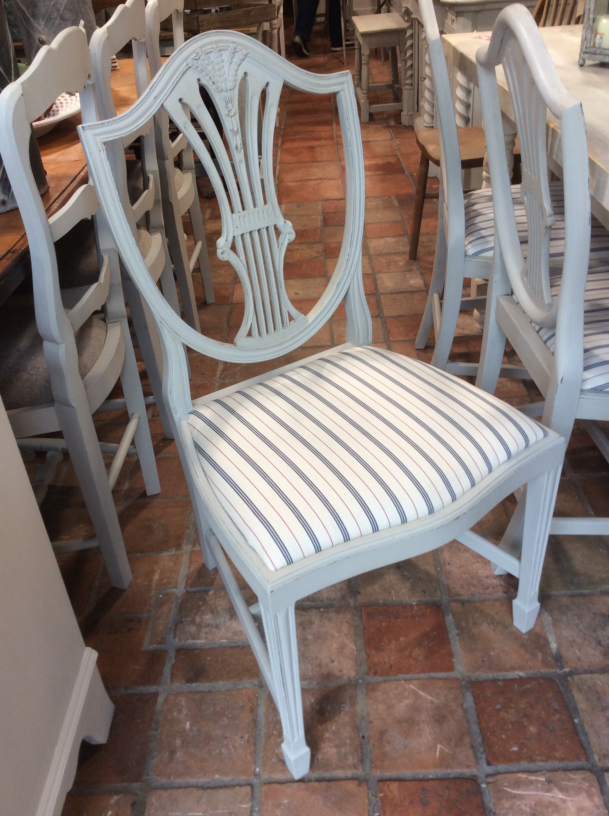 This hand painted hepplewhite style chairs is no longer available - Pg3098 Set Of 6 Hepplewhite Style Dining Chairs With Big Generous Seats 250 Set